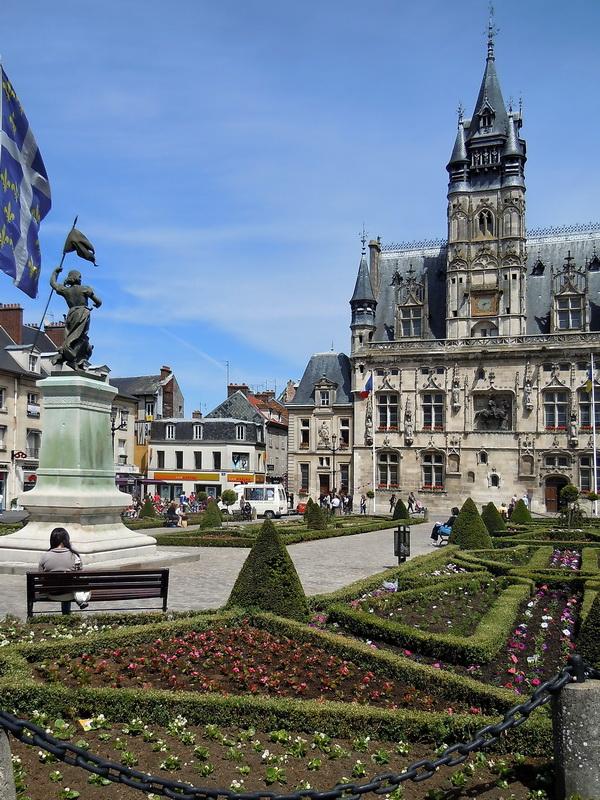 Place De L H 244 Tel De Ville De Compi 232 Gne Statue De Jeanne