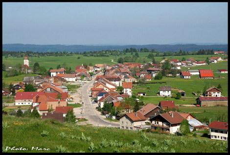 Les_fourgs_village_1