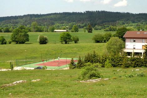 Les_fourgs_terrain_de_tennis_2